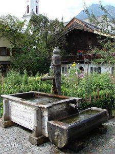 village-fountain-437943_640