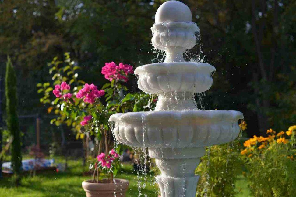 gartenbrunnen antik